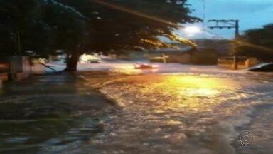 Chuva forte alaga ruas em Tupã - Pelos menos oito pontos de alagamento foram registrados.