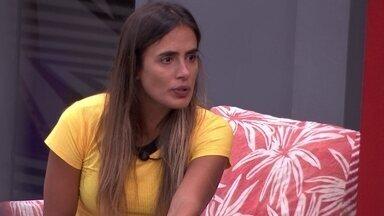 Carolina afirma sobre brother: 'Estou de saco cheio dessa conversa fiada' - Sisters falam sobre Rodrigo