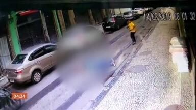 PM da reserva morre ao tentar impedir assalto no RJ - O sargento Dirley José Cordeiro, de 76 anos, passava pela rua quando presenciou um roubo. Ele tentou abrir um portão para ir atrás do bandido. Sacou a arma, mas não tem tempo de atirar. O sargento foi atingido por dois tiros no peito.