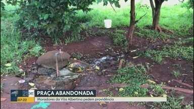 Moradores reclamam de praça abandonada na zona Norte de Ribeirão Preto - Uma praça da Vila Albertina está cheia de lixo, segundo os moradores. A Prefeitura informou que a o entulho será retirado na semana que vem.