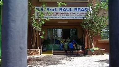 Procedimentos em escola de Suzano são discutidos - Governos estadual e municipal avaliam medidas para receber alunos e funcionários na Raul Brasil.