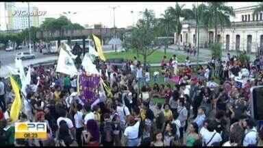 Ato público em frente ao mercado de São Brás, marcou a data da morte de Marielle Franco - A manifestação também ocorreu em outros pontos da cidade e encerrou simbolicamente às nove e meia da noite - horário em que a vereadora foi morta.