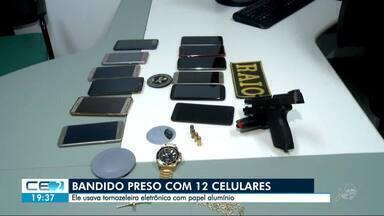 Bandido é preso com 12 celulares - Ele usava tornozeleira eletrônica com papel alumínio.