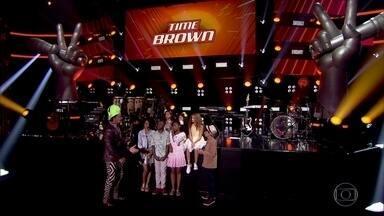 Veja encontro de Brown com Guilherme e Jeane do seu time - Técnico passa ensinamentos para crianças arrasarem nos shows