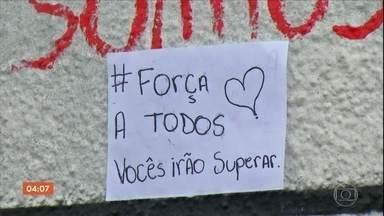 Escola Raul Brasil em Suzano retoma parcialmente as atividades; aulas continuam suspensas - No final de semana, houve muita demonstração de carinho, solidariedade às famílias das vítimas do massacre.