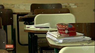 Policiais percorrem as dependências da escola Raul Brasil em Suzano - Veja como foram os momentos de tensão dentro da escola Raul Brasil, no momento do atentado. Alunos, policiais e professores comentam o que ocorreu durante o massacre.