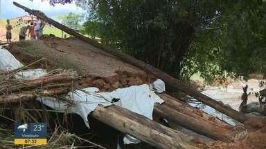 Temporal destrói pontes em Socorro e cidade passa por obras de emergência - Defesa Civil estima que choveu 90 milímetros em pouco tempo no sábado.