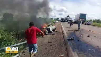 Homem morre após batida na BR-153 e carro é totalmente destruído pelo fogo - Homem morre após batida na BR-153 e carro é totalmente destruído pelo fogo