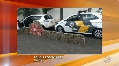 Polícia Rodoviária apreende carro com mais de 400 tijolos de maconha em rodovia de Marília - Apreensão foi registrada na rodovia Rachid Rayes (SP-333). Segundo a polícia, motorista abandonou veículo com os entorpecentes e fugiu; ninguém foi preso.