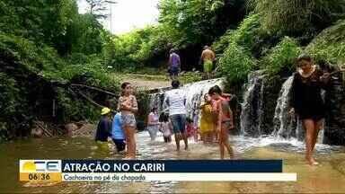 Cachoeira atrai visitantes no Cariri - Cascata do Crato fica no pé da chapada.