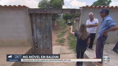 MG Móvel volta, pela 3ª vez, a Baldim - Moradores do distrito São Vicente esperam por pavimentação em rua. Prefeitura diz que não há previsão para que serviço seja feito.