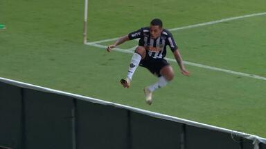 Alerrandro decide clássico e garante liderança da primeira fase do Mineiro ao Atlético-MG - Galo derrota América-MG por 3 a 2 no Mineirão em jogo decidido nos últimos minutos