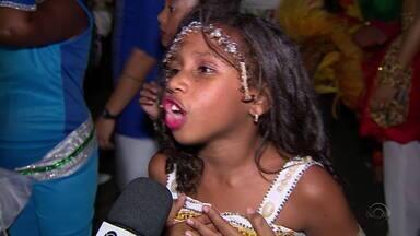 Estudante fala do amor pelo carnaval - Assista ao vídeo.