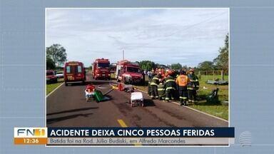 Acidente de trânsito deixa vítimas feridas em rodovia - Ocorrência foi registrada em Alfredo Marcondes.