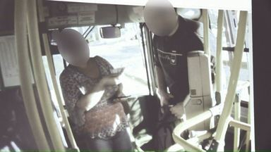 Mais de 20 cartões por dia são passados indevidamente no transporte público de Cascavel - Passageiros usam cartões de estudantes, deficientes e idosos para burlar o sistema e não pagar a tarifa.