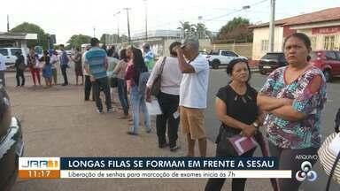 Pacientes formam filas pela madrugada para agendar consultas em Roraima - Problema ocorre todos os dias, afirmam pacientes.