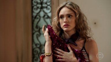 Manu recebe um vestido de presente de Jerônimo - Lidiane conta a Manu que investiu seu dinheiro em uma empresa de cosméticos americana e passará a cultivar fungos em casa