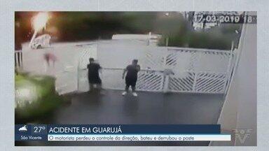 Carro desgovernado derruba poste e provoca explosões - Acidente aconteceu na Avenida Emílio Carlos, em Guarujá (SP). Via está operando com apenas meia faixa enquanto os reparos são realizados.