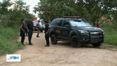 Suspeitos de assalto a joalheria em shopping de Aparecida de Goiânia são mortos - Equipes da Rotam e do Graer foram até a Serra das Areias atrás dos suspeitos do assalto e foram recebidas a tiros.
