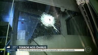 Motorista de ônibus é baleado em assalto na Avenida Brasil - Dados mostram que esse tipo de assalto ocorre mais de 30 vezes por dia. Roubos em ônibus no Rio cresceram 74% segundo dados recentes do Insp.