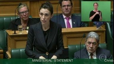 Primeira-ministra da Nova Zelândia diz que assassino de ataque vai enfrentar força da lei - Jacinda Ardern afirmou que nunca vai mencionar o nome dele porque o terrorista queria notoriedade.