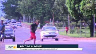 Crianças se arriscam próximo a BR para empinas pipa em Porto Velho - Veja como evitar os riscos