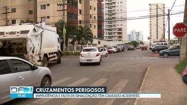 Imprudência e falta de sinalização têm causado acidentes em cruzamentos - No cruzamento da QNB 1 em Taguatinga, uma placa foi arrancada. No Pistão Sul, motoristas fazem retorno para pegar a pista da marginal em local proibido. Já em Águas Claras, alguns motoristas fazem cruzamentos irregulares.