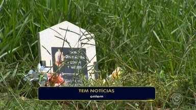 Mato alto em cemitério de Sorocaba preocupa visitantes - Como o TEM Notícias mostrou na quarta-feira (20), o mato alto toma conta do Cemitério Santo Antônio, em Sorocaba (SP). Segundo visitantes, tem túmulo difícil de ser encontrado por causa de tanto mato.