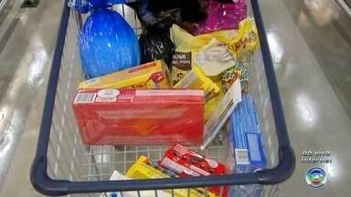 Consumidores reclamam dos preços dos ovos de chocolate nos supermercados - A um mês da Páscoa, supermercados da região estão cheios de ovos de chocolate e de reclamações dos altos preços.