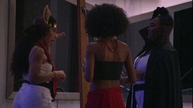 Elana pergunta para Rízia sobre beijo que teria dado em Alberto: 'Rolou língua?' - Elana pergunta para Rízia sobre beijo que teria dado em Alberto: 'Rolou língua?'