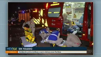 Acidente entre ônibus e carro deixa onze feridos - Acidente foi registrado em Toledo. Ônibus tombou depois da batida.