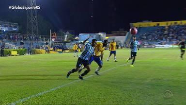 Grêmio vence o Pelotas e garante o título de invicto na primeira fase do Gauchão - O tricolor venceu por 2x0.