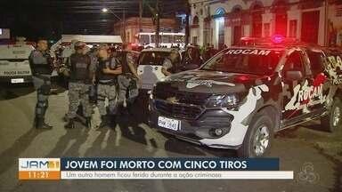 Jovem morre ao ser baleado na Praça da Saudade, Centro de Manaus - Taxista foi detido por suspeita de dar apoio a atirador.