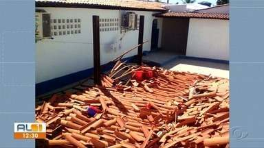 Teto de escola em Santa Luzia do Norte desaba após um mês da reforma do imóvel - Ninguém ficou ferido; a repórter Andréa Resende tem mais informações.