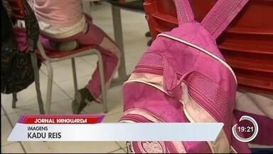 Excursão de escola é barrada em shopping e diretora acusa discriminação - JK Iguatemi diz que não compactua com a conduta.