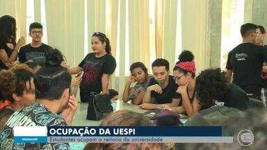 Estudantes fazem movimento e ocupam reitoria da UESPI - Estudantes fazem movimento e ocupam reitoria da UESPI