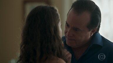 Olavo escorraça Lourdes Maria - A jovem tenta alertar o ricaço sobre o pedido de Valentina