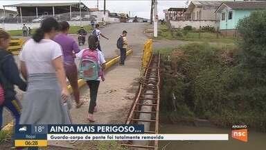 Barra de proteção de ponte em Lages é removida e causa riscos a moradores - Barra de proteção de ponte em Lages é removida e causa riscos a moradores