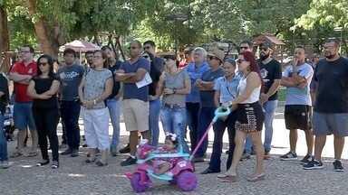 Professores da rede pública paralisam aulas e participam de protesto - Manifesto é contra proposta da reforma da previdência, em Corumbá.