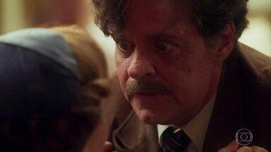 Eugênio aprisiona Piedade - O coronel avisa que ela só sairá daquela casa morta