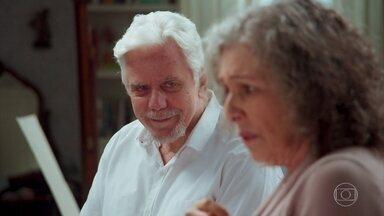 Margot não sabe o que fazer e Vicente a orienta - Ela sabe que precisa contar pra alguém, para desabafar, mas não sabe a quem recorrer