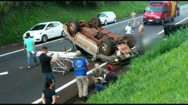 Motorista morre depois de capotar o carro na BR-277 em São Miguel do Iguaçu - Passageiro foi socorrido, e encaminhado ao hospital municipal de Foz do Iguaçu.