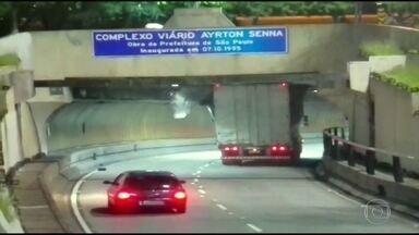 Câmeras flagram motoristas imprudentes danificando viadutos e túneis em São Paulo - Há quatro meses, parte de um viaduto caiu em uma das principais vias de São Paulo. Imagens mostram que estruturas sofrem com imprudências no trânsito.