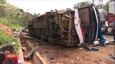 Acidente com ônibus na região de Igarapé (MG) deixa 15 feridos - O ônibus saiu da Bahia com destino à São Paulo.