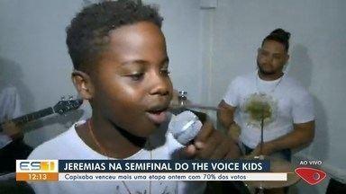 Capixaba Jeremias vence mais uma etapa e vai para semifinal do The Voice Kids - Ele teve 70% dos votos do time Simone e Simaria e se classificou para a semifinal pelo voto do público. Jeremias cantou clássico do Lulu Santos na apresentação.