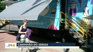 Caminhão do Serasa está em Blumenau para renegociar dívidas - Caminhão do Serasa está em Blumenau para renegociar dívidas