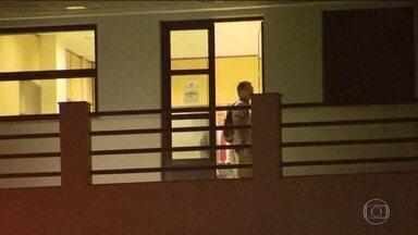 Boletim JN: ex-presidente Michel Temer deixa a Superintendência da PF no Rio de Janeiro - Decisão pela saída do ex-presidente Temer e os demais presos na quinta-feira (21), em uma investigação da Lava Jato por suspeita de corrupção na usina de Angra 3, foi do desembargador Ivan Athié.