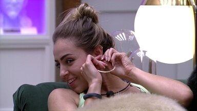 Hariany demonstra receio para Paula: 'Vai que você sai...' - Hariany demonstra receio para Paula: 'Vai que você sai...'