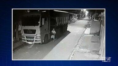 Bateria é roubada de carreta em São Luís - Ação criminosa que aconteceu no interior do veículo de carga pesada foi na madrugada de segunda-feira (25), no bairro Cidade Olímpica, na capital.