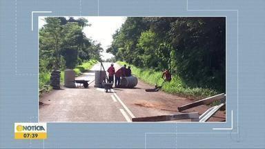 Trecho da MGC-259 é interditada em Sabinópolis - A rodovia foi interditada nesta segunda-feira (25) devido a parte da estrada estar cedendo.